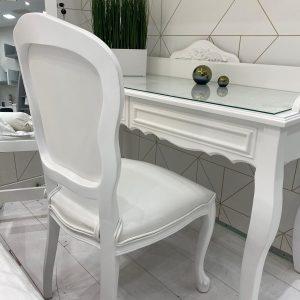 כסא לואי לבן